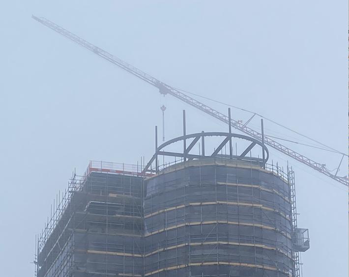 Staal op de grote toren geplaatst